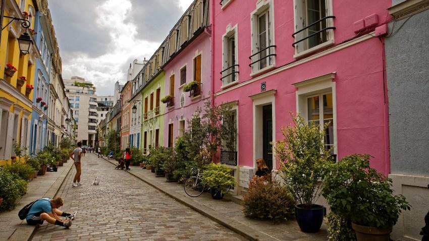 TLMD-francia-paris-calle-rue-cremieux-shutterstock_1127849675