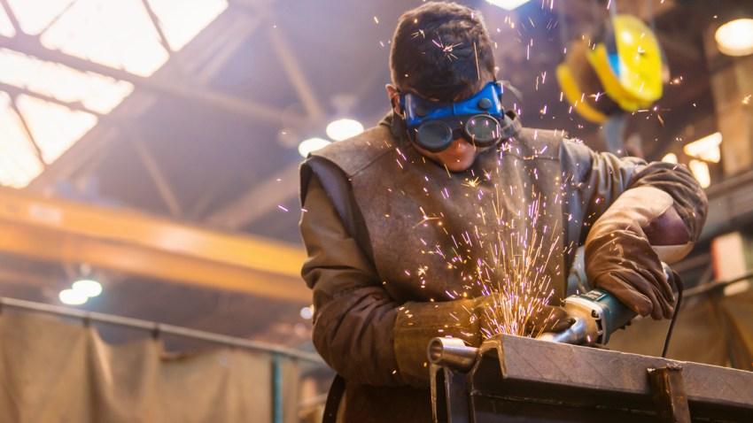 empleado en fabrica