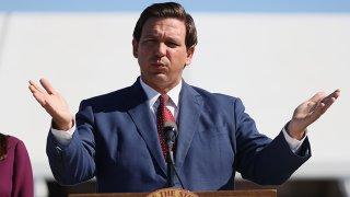 Foto del gobernador Ron DeSantis, el 6 de enero, 2021, en Miami Gardens, Florida.