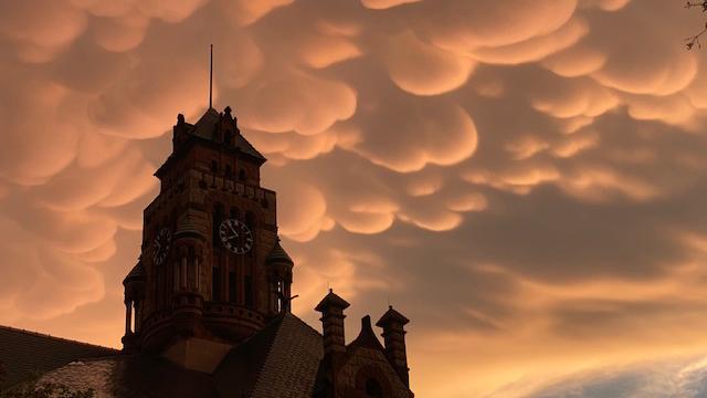 Como de película: Así se transformó el cielo en el norte de Texas
