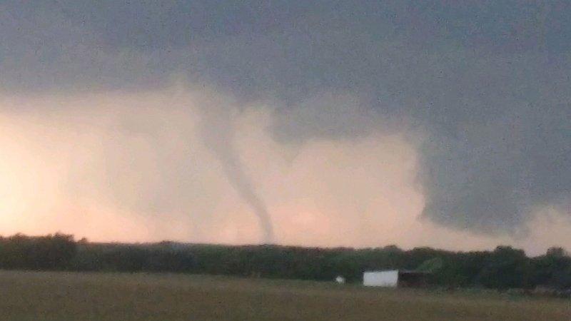 Imágenes captan posibles tornados en el norte de Texas
