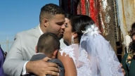 Amor con barreras: desgarradora boda en la frontera