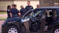 Son dos adolescentes quienes presuntamente dispararon al aire y contra un grupo de personas que estaban en una pelea en el estacionamiento de un complejo de...