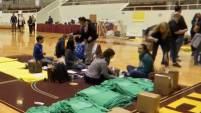 Miles de estudiantes en el Metroplex continúan sin poder regresar a clases luego de que sus escuelas fueran dañadas por el tornado, ¿eres...