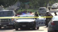Un sospechoso escapó pero dos fueron arrestados en un incidente en Oak Cliff.