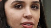La esposa del narcotraficante y madre de sus dos hijas estuvo presente en la histórica audiencia en la corte en Brooklyn. Para ver más de...