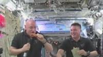 Mientras dos astronautas comieron pavo en el espacio, en un hospital en Missouri vistieron las cunas con las aves.