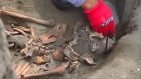 Diferentes señales en los huesos encontrados hacen pensar a los investigadores que los menores fueron utilizados en ritos. Te contamos los detalles.