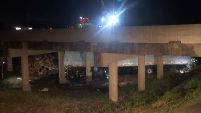 El choque de un camión de 18 ruedas en Terrell, provocó la mañana de este miércoles un caos vial.