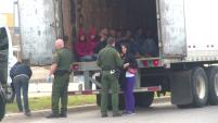 Autoridades de la patrulla fronteriza encontraron a trece inmigrantes indocumentados en el interior de un tráiler.