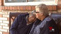 Aquí le presentamos el romance a la antigua de una pareja de abuelitos quienes han estado enamorados por más de 63 años.