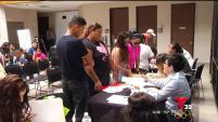 Decenas de organizaciones por inmigrantes están realizando foros, talleres y otras actividades para evitar que la gente sea víctima de fraude.