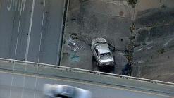 Auto cae desde un puente en Fort Worth