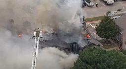 Voraz incendio deja a  decenas en la calle