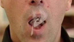 Aumentan edad para comprar cigarros en Texas