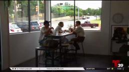 Dueño de restaurante exhibe a clientes si no pagan