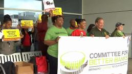 Protestan en el Metroplex contra Wells Fargo