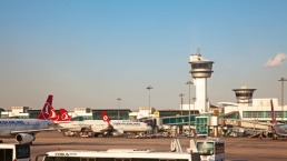 Casi 50 muertos en ataque a aeropuerto turco