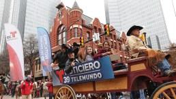 Colorido desfile vaquero