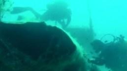 De cerca: el cazabombardero en el fondo del mar