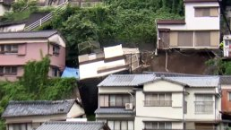 Una casa se queda sin piso y cae sobre otras