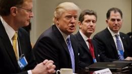 Trump firma órdenes ejecutivas sobre comercio y aborto