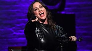 Alanis Morissette celebrará de gira 25 años de icónico disco