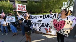 """Senado rechaza medidas sobre """"soñadores"""" y el muro"""