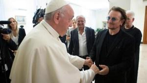 Bono y el papa hablan en privado sobre pederastia