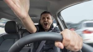 Increíble estudio: el número de horas que perdemos en el auto durante trancones