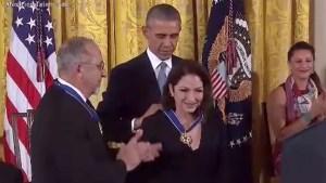 Gloria y Emilio Estefan, distinguidos en la Casa Blanca