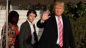Trump aprovecha feriado para alardear sobre sus logros