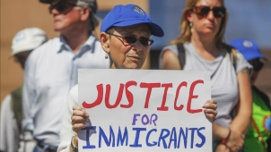 Sube a 22 meses espera por resolver casos de inmigración