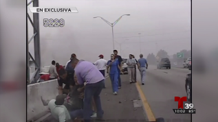 Video capta rescate de mujer en auto incendiado