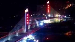 Increíble: mira cómo rotan gigantesco puente de 46,000 toneladas