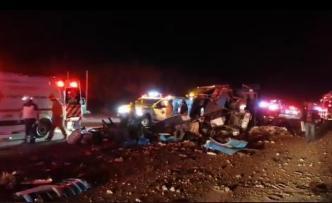 Accidente fatal: 13 muertos al volcar autobús