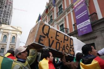 """""""¡Sí se pudo!"""": bolivianos celebran la histórica renuncia de Evo Morales"""