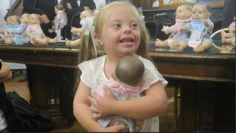 """""""Parecida a mí"""", lanzan muñecos con rasgos de síndrome de Down"""