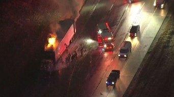 Caos vial tras incendio de un camión al sur de Dallas