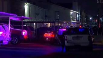 Autoridades en Dallas buscan a asesinos de un hombre