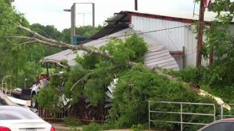 Labores de limpieza tras tornado en Canton