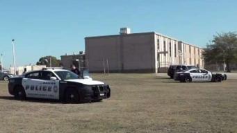 En una escuela de Dallas hallan baleado a un adolescente