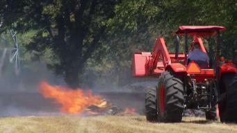 Incendio pone en riesgo residencias en Everman