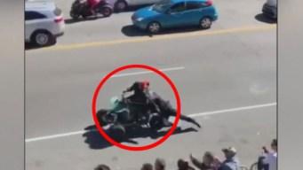 Video de infarto: oficial es arrastrado por una moto ATV