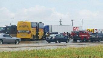 Accidente de autobús causa retrasos sobre la I-35