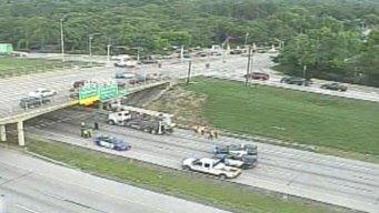 Cierrran I-30 en Arlington por accidente de camión