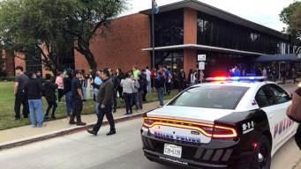 Detenidos en Allen llegan a sede de ICE en Dallas
