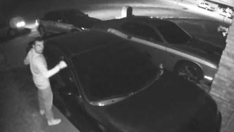 Captan en video a presunto asaltante en Fort Worth