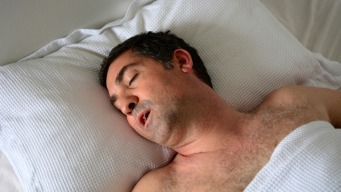 Relacionan caries y respirar por la boca al dormir