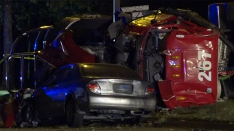 Reabren vialidades tras volcadura de camión en Richardson